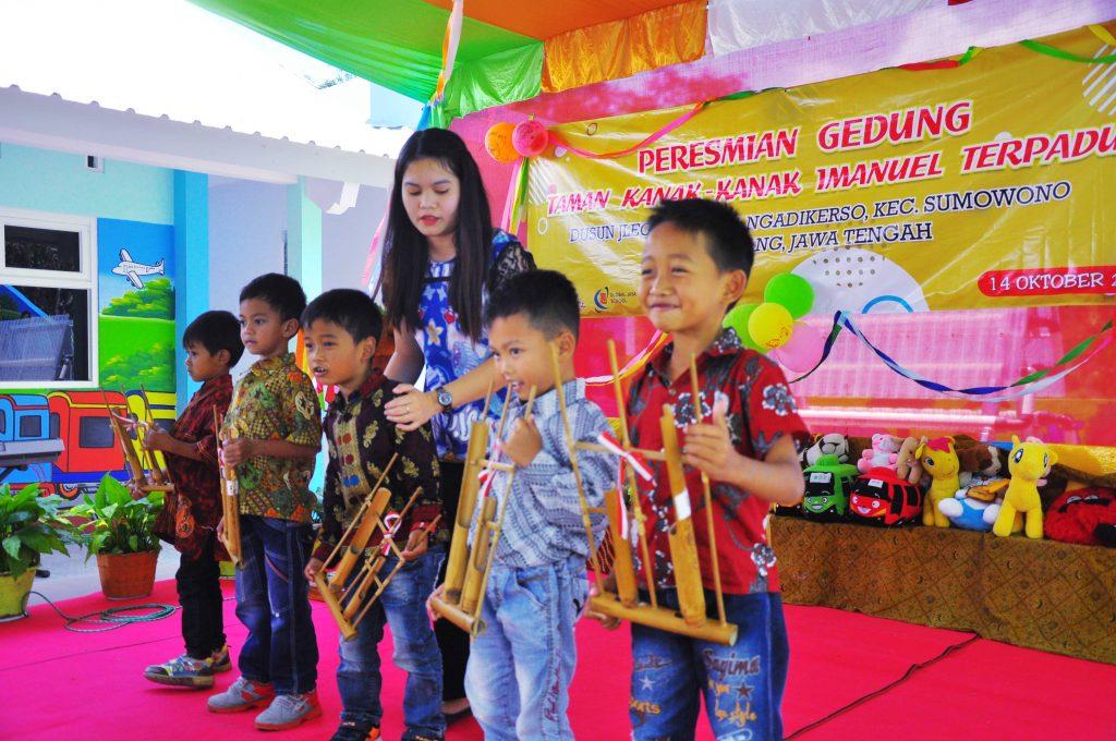 Permainan angklung dari anak-anak Future Center