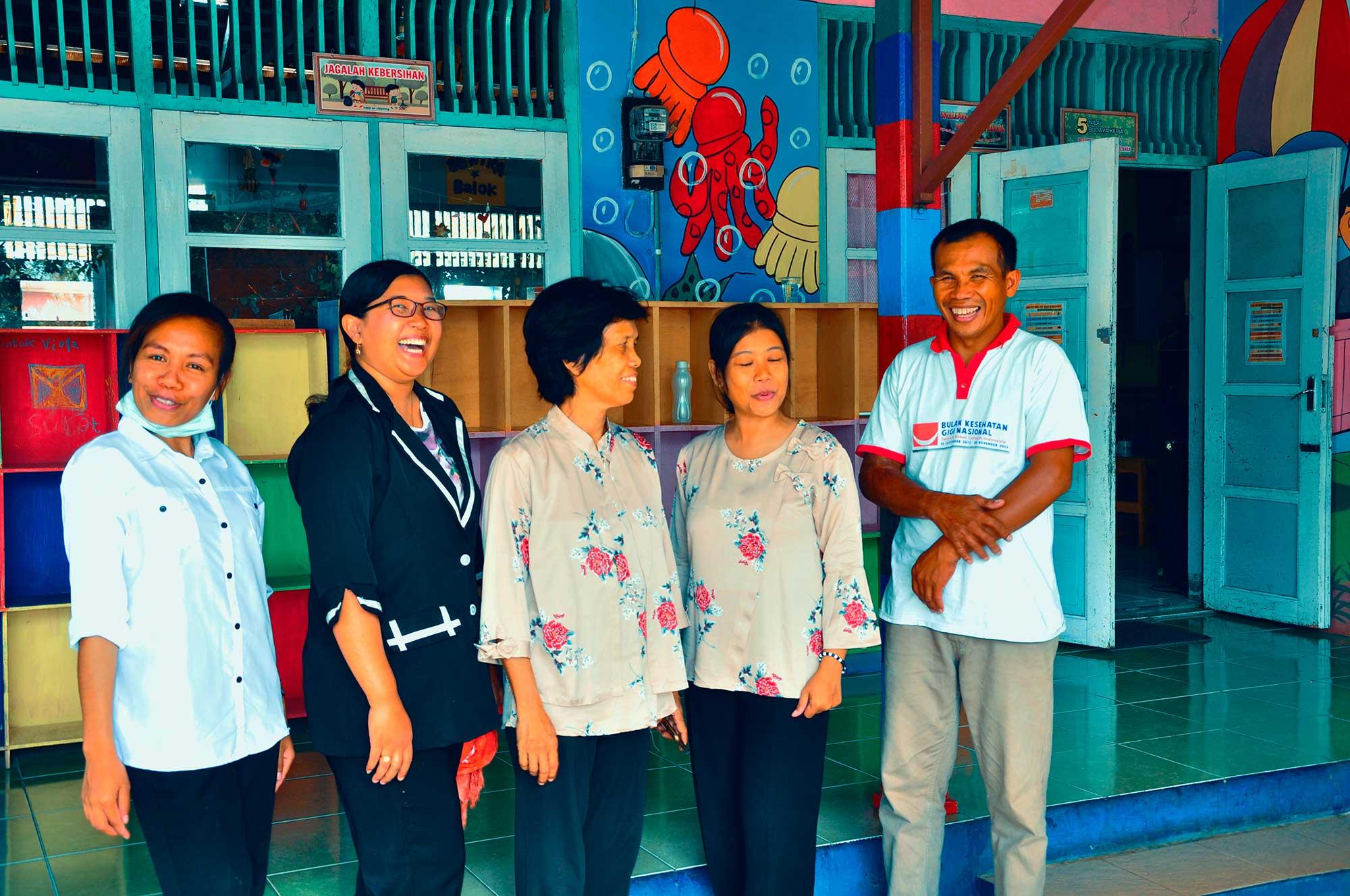 Ibu Guru Endang bersama para Guru TK Petra